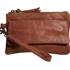 Day & Mood Pine Clutch Leather in Desert Sand
